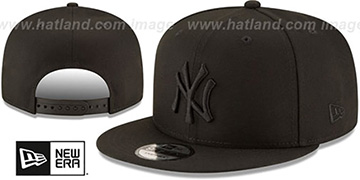 Yankees 'TEAM-BASIC BLACKOUT SNAPBACK' Hat by New Era