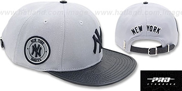 Yankees 'TEAM-BASIC STRAPBACK' Grey-Navy Hat by Pro Standard
